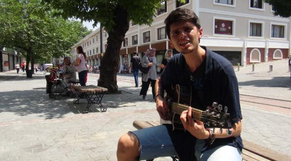 Sokak Müzisyenine Önce Ceza, Sonra Dayak İddiasi