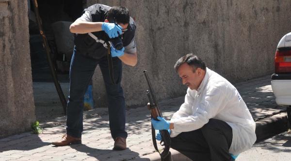 Sokak Ortasında Av Tüfeği İle Kendini Vurdu