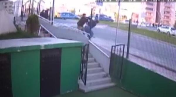 Sokakdaki Kavga, Güvenlik Kamerasına Yansıdı