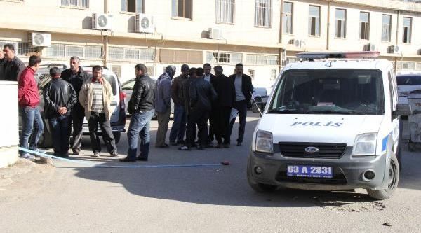 Sokakta Borçlulari Tarafindan Dövüldü