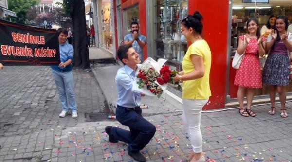 Sokakta Sürpriz Evlilik Teklifi