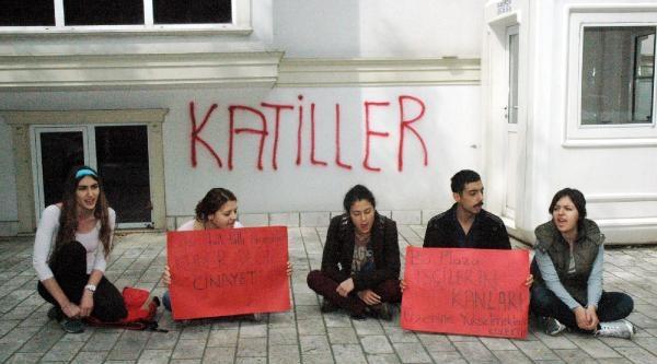 Soma Faciasını Protesto İçin Maden Şirketi Önünde Oturma Eylemi
