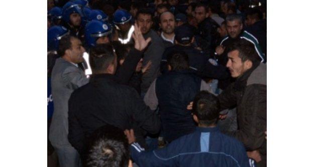 Soma'da işçiler maaş için ayaklandı!