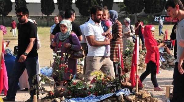 Soma'ya Türkiye'nin Dört Bir Yanından Ziyaretçi Akını