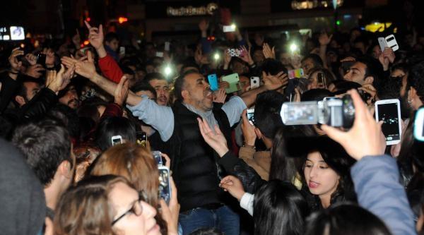Sosyal Medyadaki Eleştirilere Haluk Levent'ten Konserde Cevap