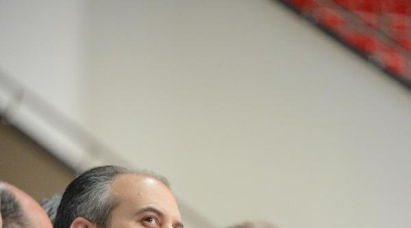 Spor Bakanı Kılıç, Yarı Finale Yükselen Genç Millileri İzledi