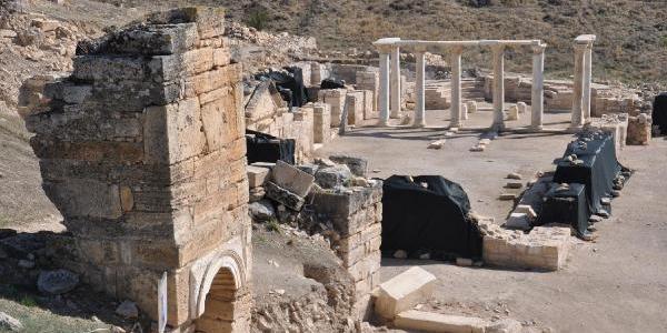 St. Philippus'un Mezari Yanindaki Kilisede Grekçe Yazit