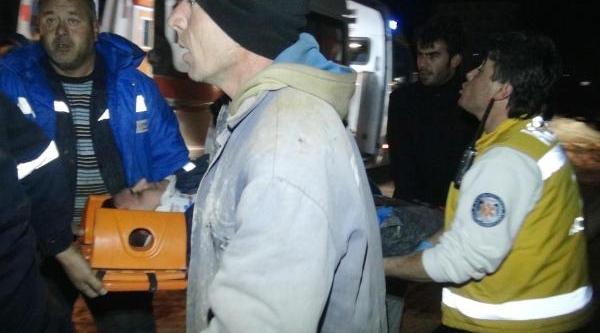 Stad Inşaatinda Iskele Çöktü: 5 Yarali