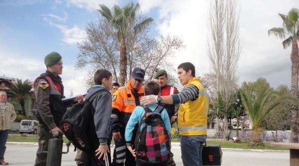 Su Alan Bottaki İki Öğrenciyi Jandarma Kurtardı