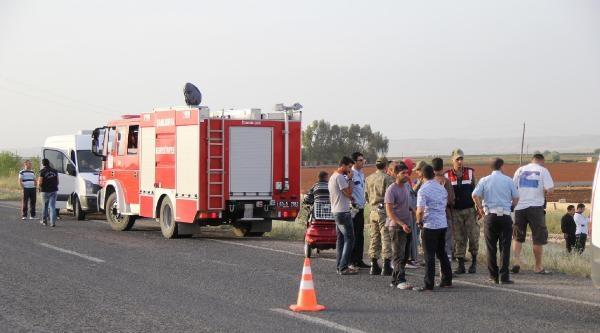 Sulama Kanalına Devrilen Otomobilin Sürücüsü Yaralandı