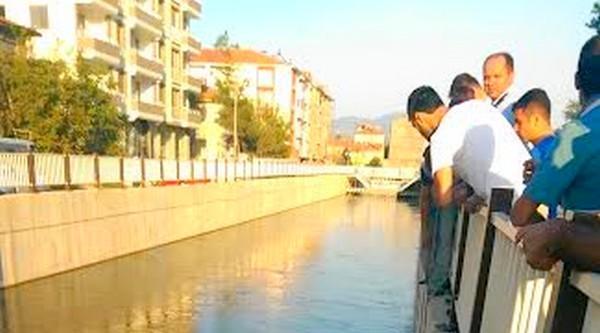 Sulama Kanalına Düşen Kız Son Anda Kurtarıldı