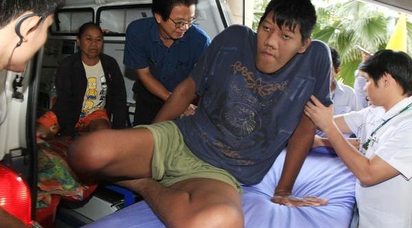 Sultan Kösen'in Unvani Tehlikede; Dünyanin En Uzun Erkeği Tayland'ta