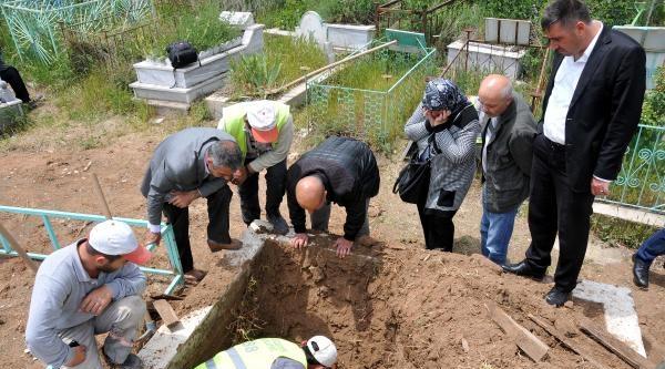 Şüphe Duyan Aile O Mezarı Açtırdı
