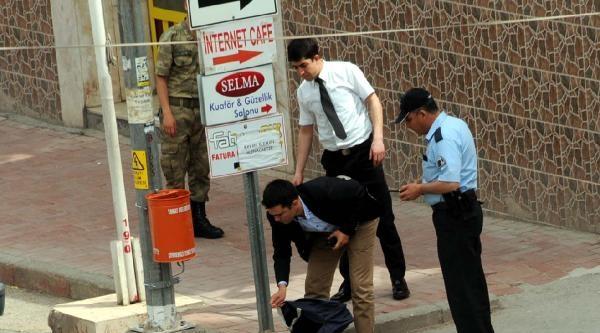 Şüpheli Çanta, Polis Güvenlik Önlemi Alırken Rüzgarla Düştü