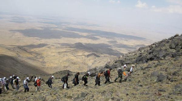 Süpnan Dağı'na 4 Saatte Zirve Tırmanışı Yaptılar