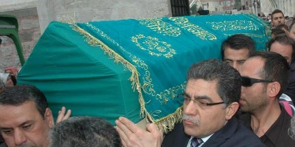 Suriye Eski Başbakani Yeğeninin Cenazesine Katildi