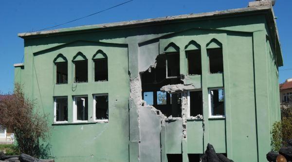 Suriye Roketi Yayladağı'nda Camiyi Vurdu: 1 Yaralı