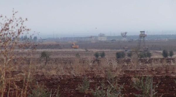 Suriye Sinirina Hendek Ve Tel Örgü