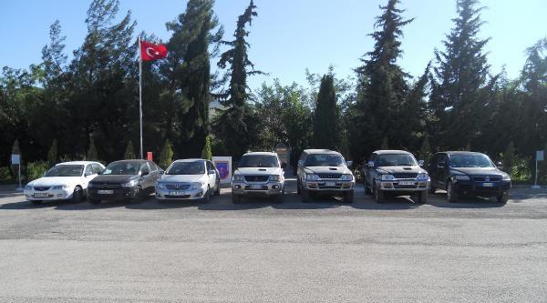 Suriye Sınırında 7 Çalinti Araç Ele Geçirildi