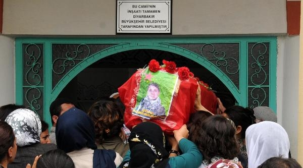 Suriye'de Öldürülen Pkk'li Kadının Cenazesi Diyarbakır'a Gönderildi (2)