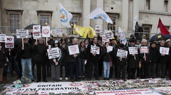 Suriye'deki Katliamlar Londra'da Protesto Edildi