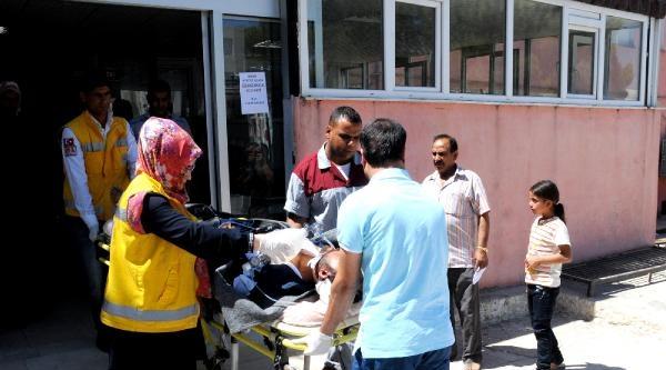 Suriye'den 2 Yaralı Akçakale'ye Getirildi