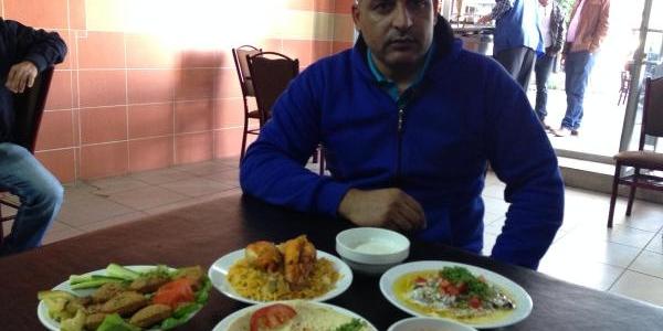 Suriye'den Kaçti, Izmir'de 'suriye Lokantasi' Açti