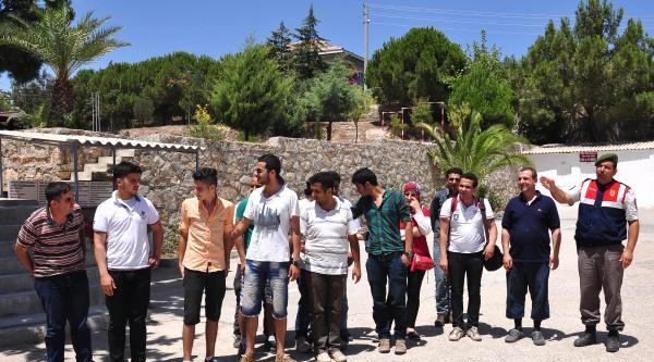 Suriyeli 32 Kaçak Tekne Beklerken Yakalandı