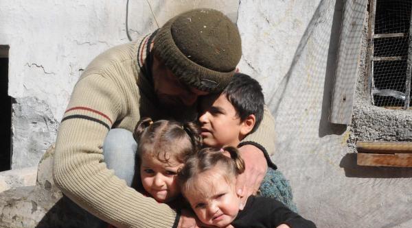 Suriyeli Ailenin Evinde Yangın Çikti, 3 Çocuğu Komşuları Kurtardı
