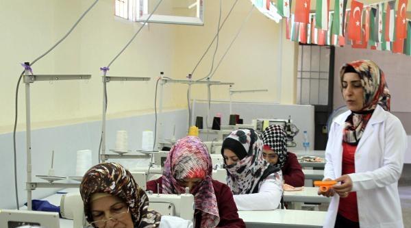 Suriyeli Kadınlar Mardin'de Meslek Öğreniyor