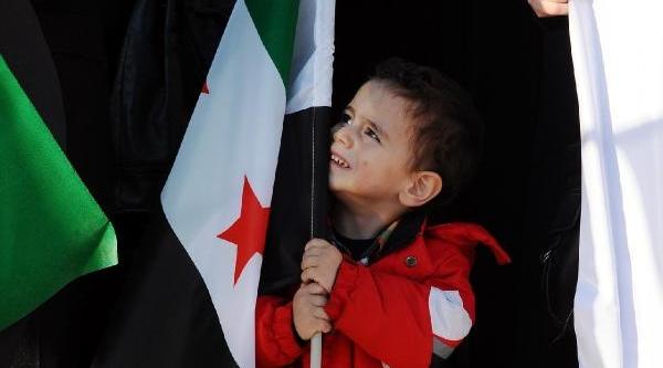 Suriyeli Muhalif Lider Ile  Eski Futbolcu Için Giyabi Cenaze Namazi