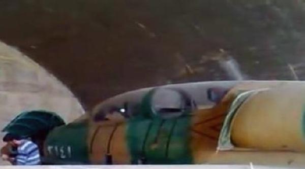 Suriyeli Muhalifler İlk Kez Ele Geçirdikleri Bir Savaş Uçağının Görüntülerini Yayınladı