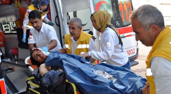 Suriyeli Öfkeli Koca, Eşini Önce Dövdü Sonra Bıçakladı