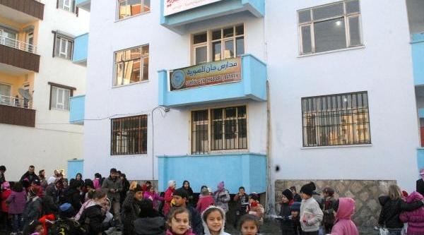 Suriyeli Siğinmacilar Çocuklarina Batman'da Okul Açti