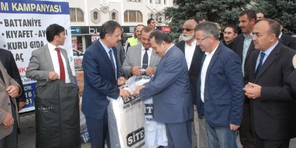 Suriyeli Siğinmacilara Kullanilmiş Kiyafet Yardimi