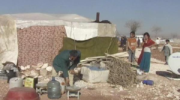 Suriyeli Ve Roman Ailelerin Kaldiği 10 Çadir Yikildi