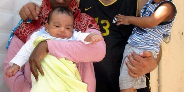 Suriyeliler, Ellerinde Çuvallarla Izmir'E