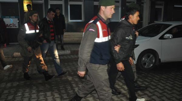 Suriyeliler Kaçak Sigarayla Yakalandi