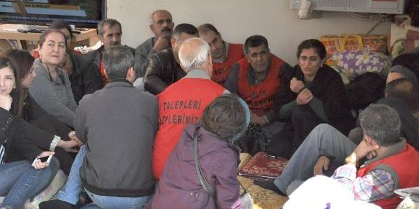 Suriyeliler Sinira Çekilen Brandayi Yirtti, Asker Havaya Ateş Açti