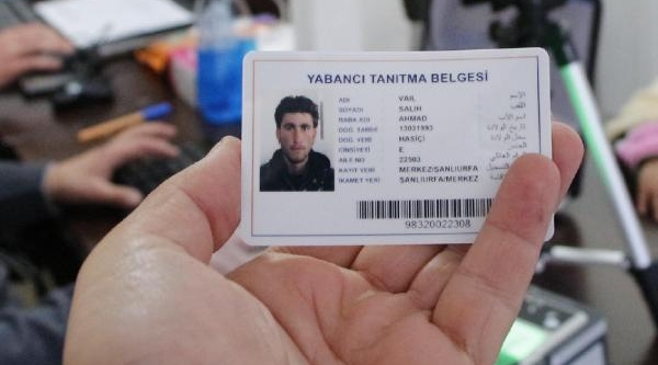 Suriyeliler'e Cipli Kart Dağitimi Başladi