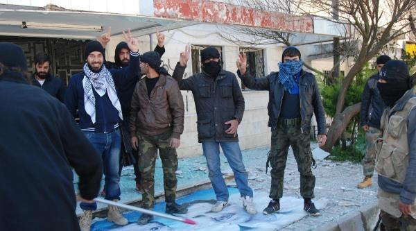 Suriye'nin Türkiye'ye Bağlanan Tüm Sınır Kapıları Muhaliflerin Eline Geçti