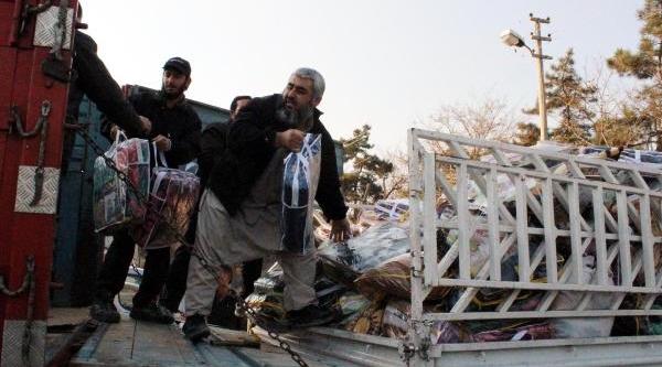 Suriye'ye Gida Ve Giyecek Yardimi Gönderildi