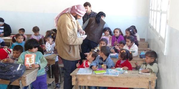 Suriye'ye Kirtasiye Yardimi