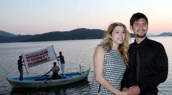 Sürpriz Evlilik Teklifi Denizden Geldi