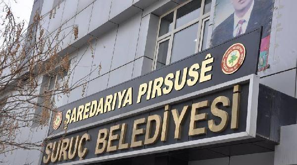 Suruç Belediyesi'ne Kürtçe Tabela Asıldı