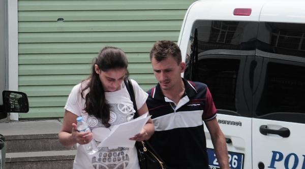 Sürücü Belgesiyle Sınava Alınmadı, Camdan Girerken Kolunu Kesti