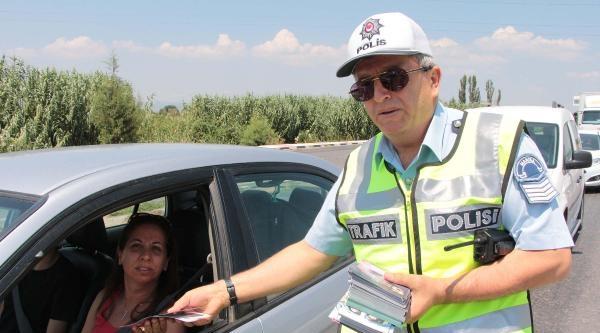 Sürücülere Emniyetten Broşürlü Trafik Uyarısı