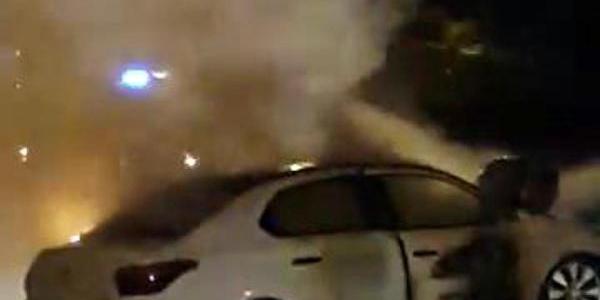 Sürücüyü Yanan Otomobilinden Polis Kurtardi