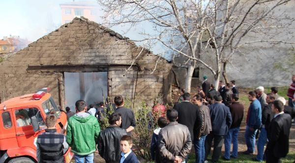 Suşehri'nde Depo Yangını