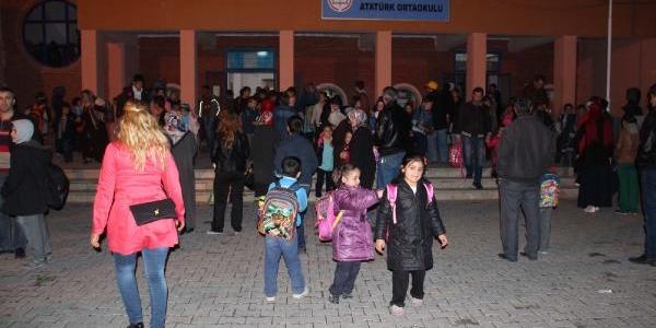 Suşehri'nde Okul Sikintisi Velileri Kizdirdi